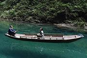 鹤峰:躲避峡里浮空船(组图)